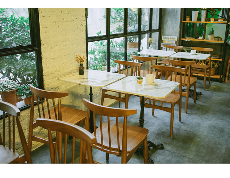 cafe style table and chairs